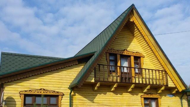 Фронтон с балконом