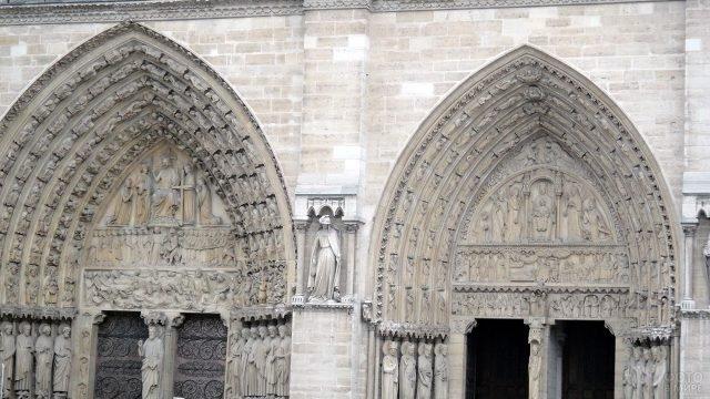 Готический фронтон Нотр-Дам де Пари