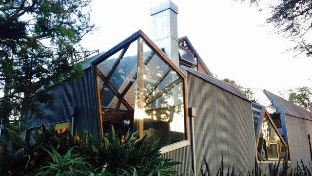 Полигональный фронтон садового домика работы архитектора Френка Гери