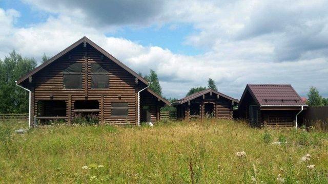 Бревенчатый дом с хозблоком и баней из оцилиндровки