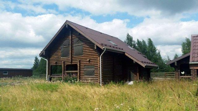 Садовый участок с домом из оцилиндровки цвета венге