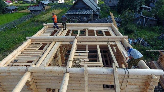 Строительство дома из оцилиндрованного бревна в калужской деревне