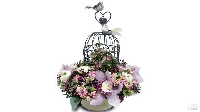 Цветочная композиция с орхидеями и птичьей клеткой к 8 марта