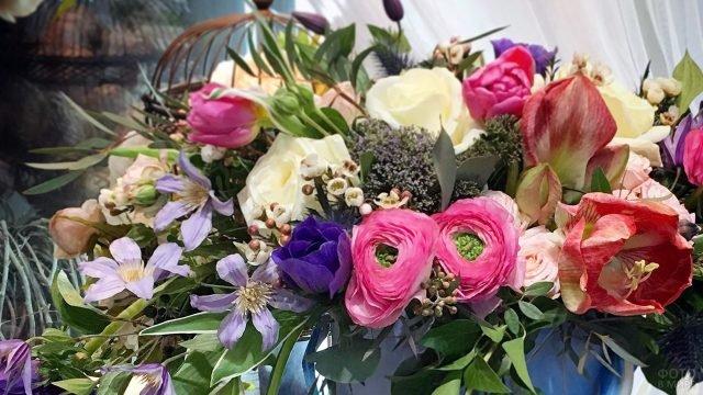 Дизайнерский букет полевых цветов к 8 марта