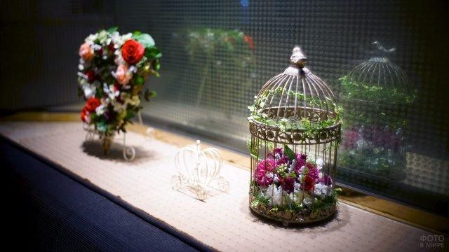 Яркие хризантемы в винтажной птичьей клетке к 8 марта
