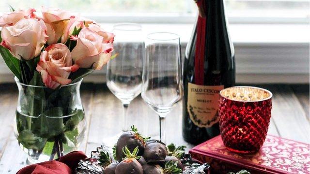 Романтичная сервировка с букетом роз к 8 марта