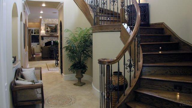 Прихожая в стиле модерн с оливковыми обоями и лестницей цвета венге