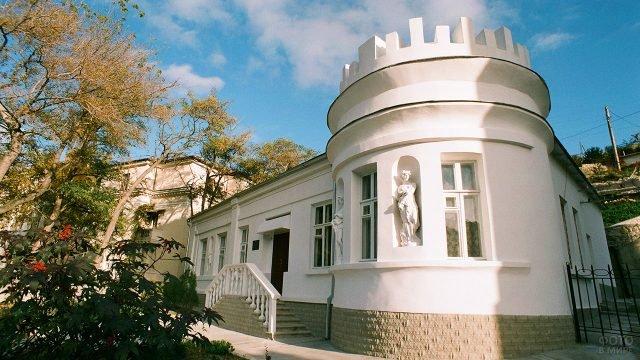 Дача Марецкой в крымском курорте Балаклава