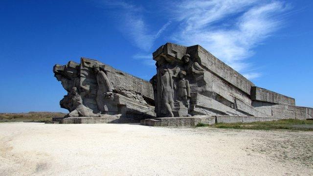 Монумент защитникам Керчи на Аджимушкайских каменоломнях