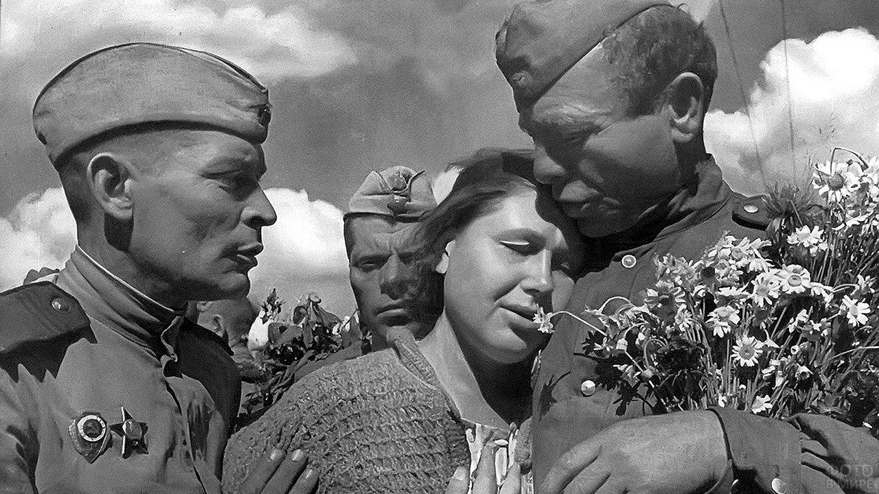 Архивное фото с Дня Победы 1945 года в Перми