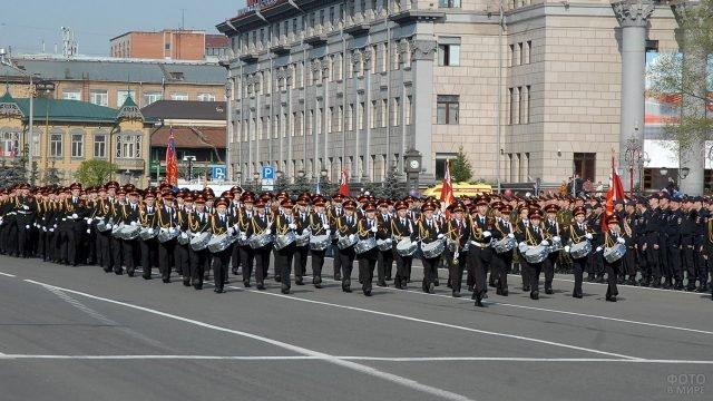 Колонна барабанщиков на военном параде 9 мая в Красноярске