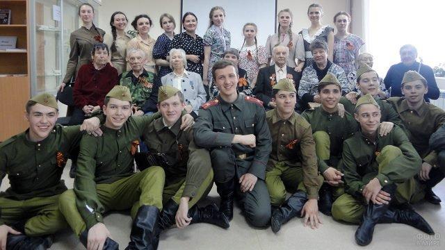 Встреча иркутских шкльников с ветеранами в День Победы