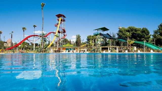 Открытый аквапарк в Барселоне