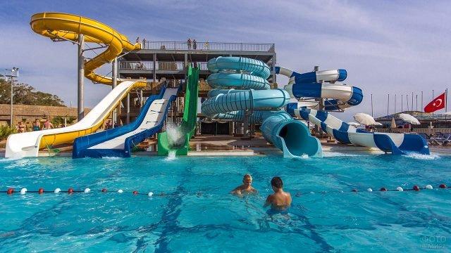 Пять аквагорок в бассейне турецкого отеля