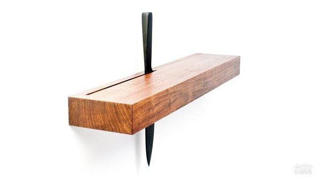 Навесная деревянная полка-консоль для кухонных ножей