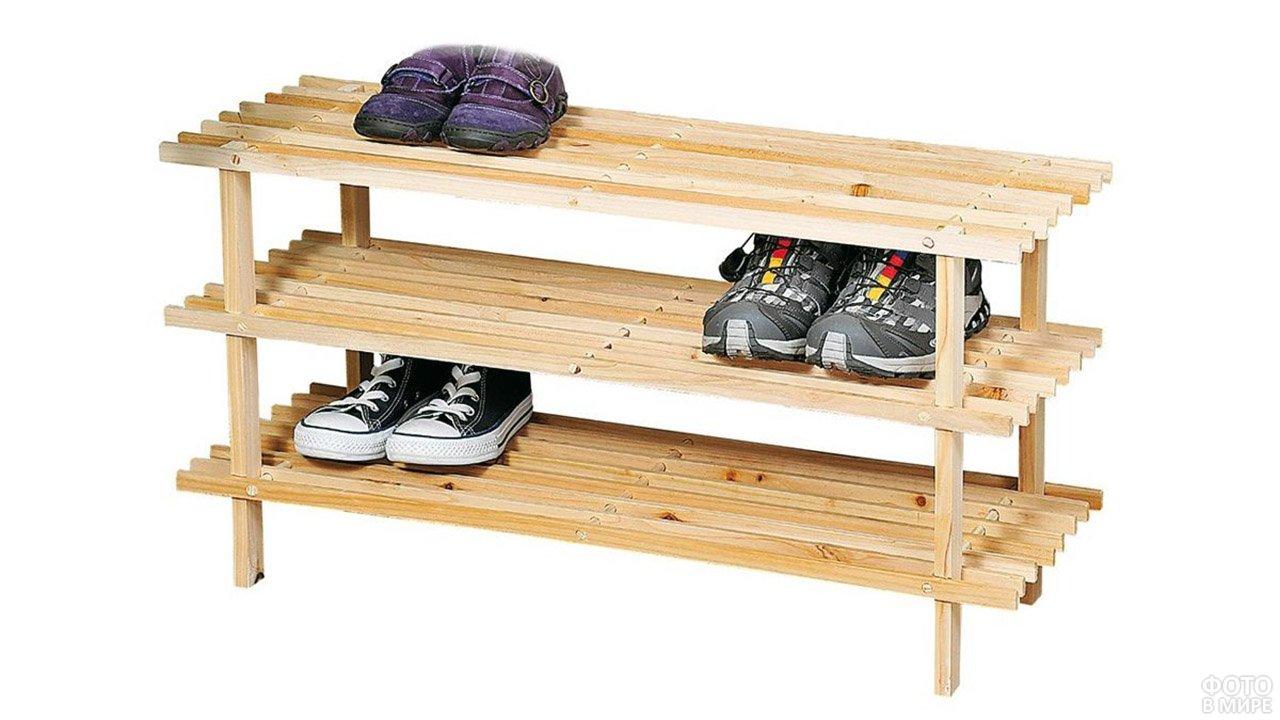 Простая деревянная полка для обуви