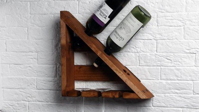 Треугольная деревянная полка-держатель для вина