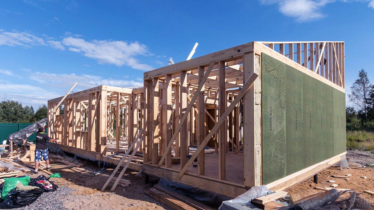 Процесс строительства дома с односкатной крышей
