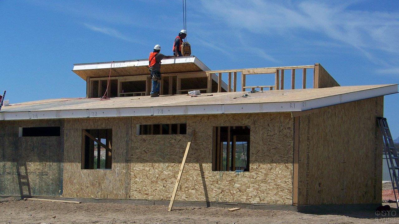 Строительство дома из СИП-панелей с комбинированной односкатной крышей