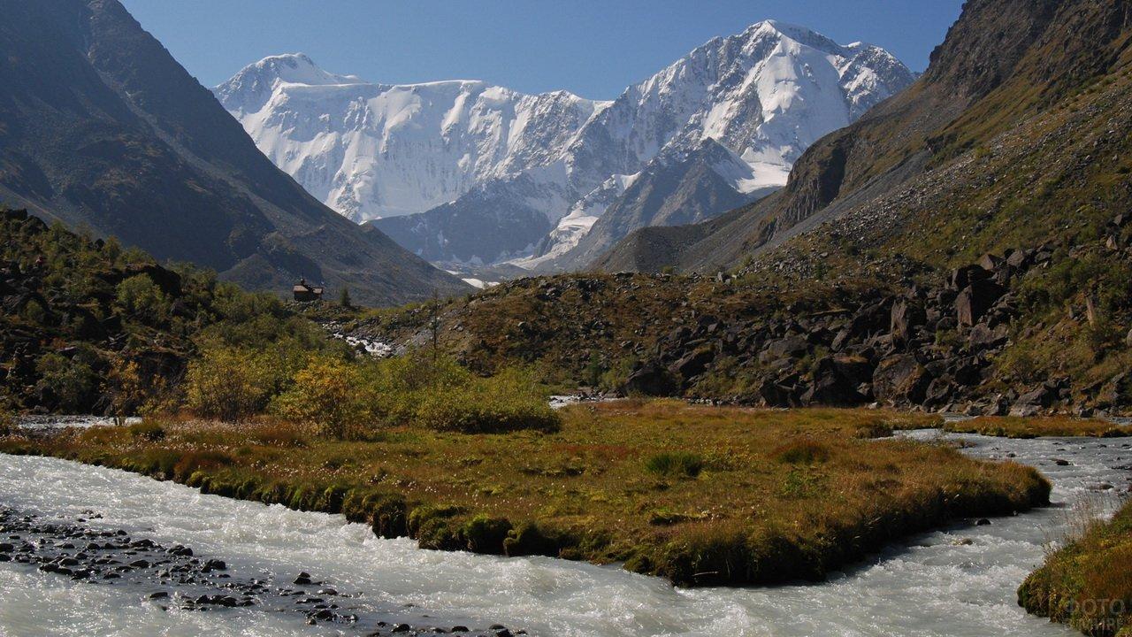 Горная речка и гора Белуха