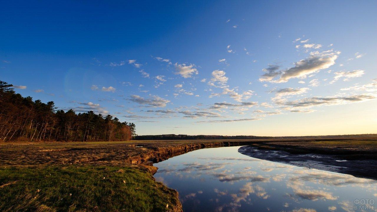 Пейзаж река и небо
