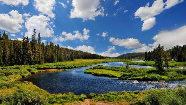 Петляющая река и небо