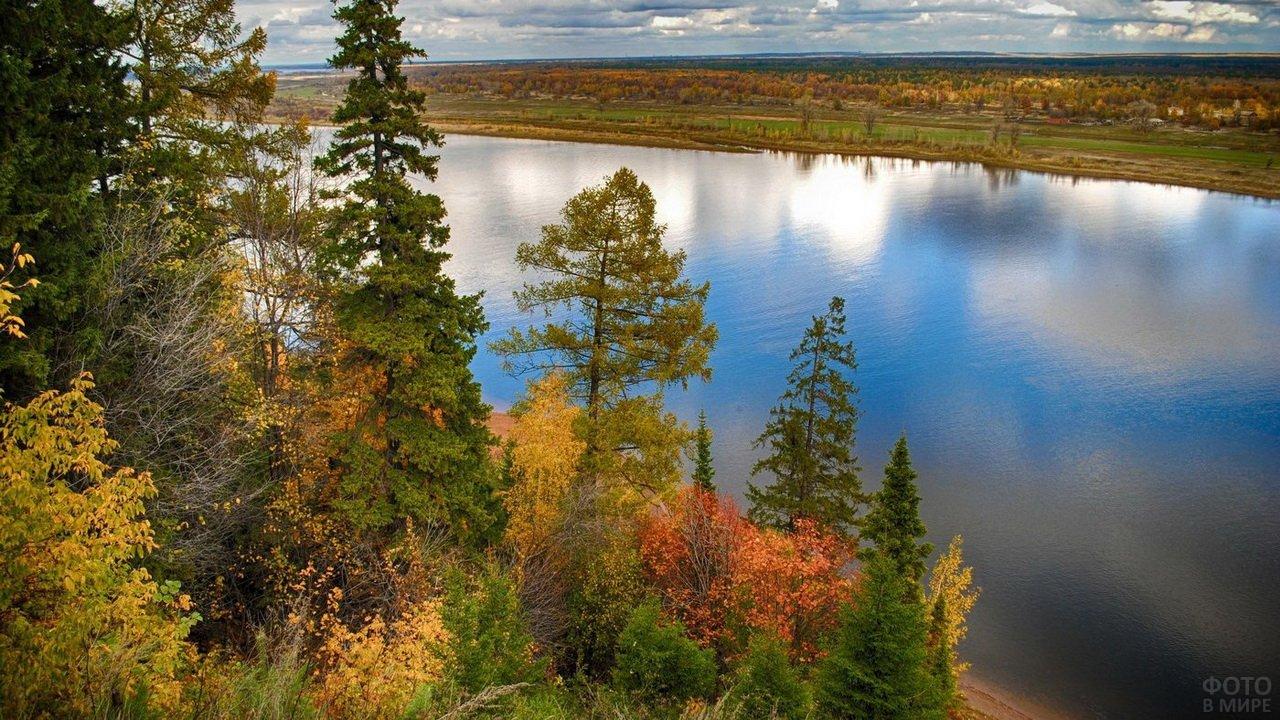 Река Кама осенью