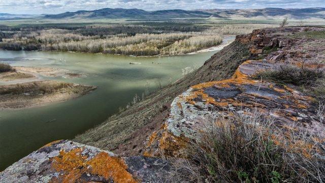 Скалистый берег реки Абакан