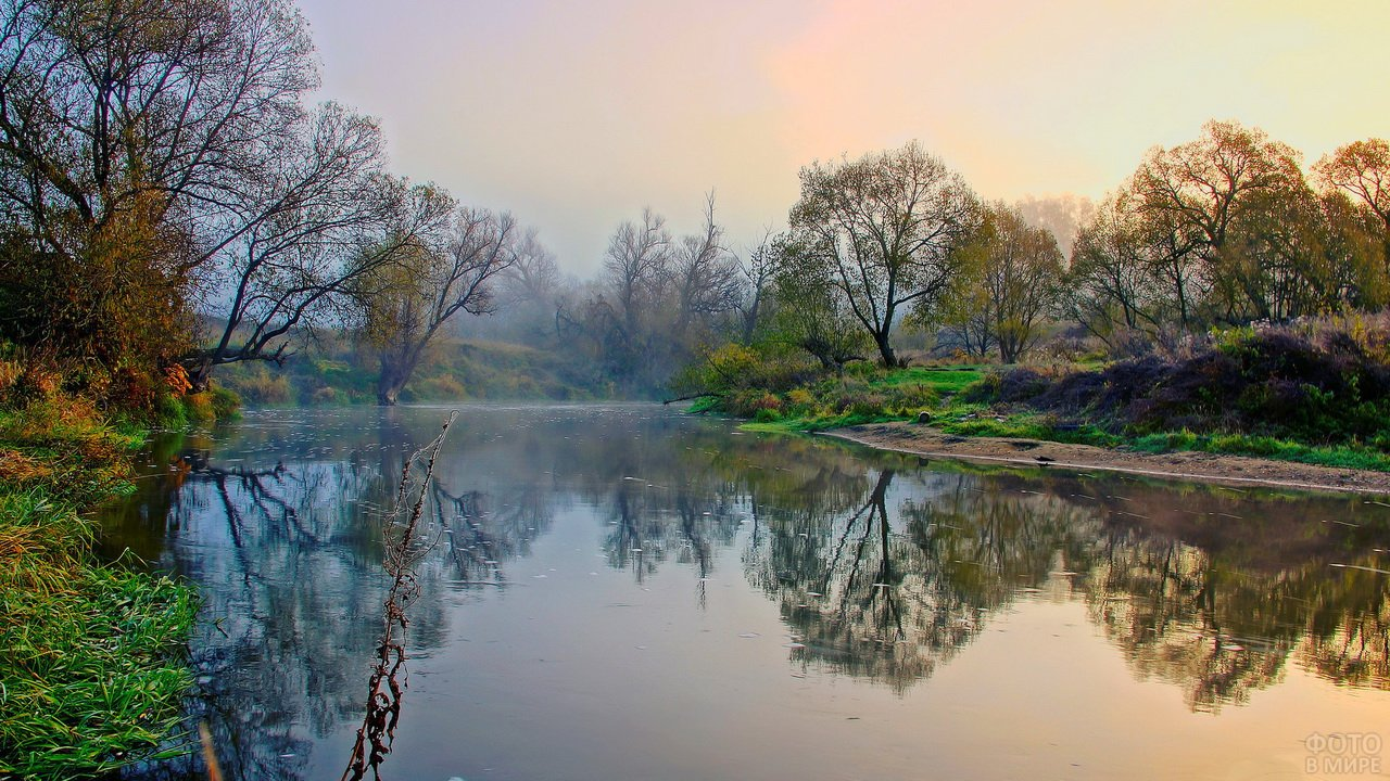 Утренний туман над осенней рекой