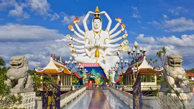 Большой Будда острова Самуи в храме Ват Плай Лэм