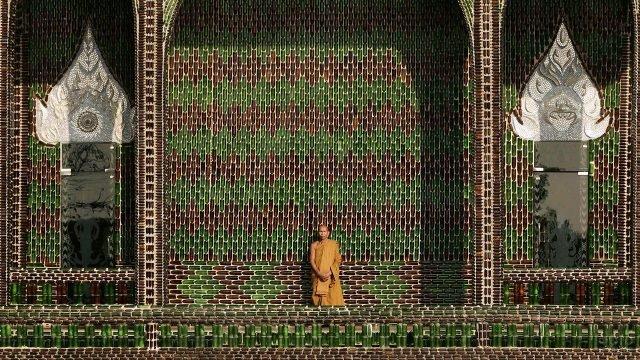 Монах в Храме миллиона бутылок - Ват Па Маха Чеди Кео