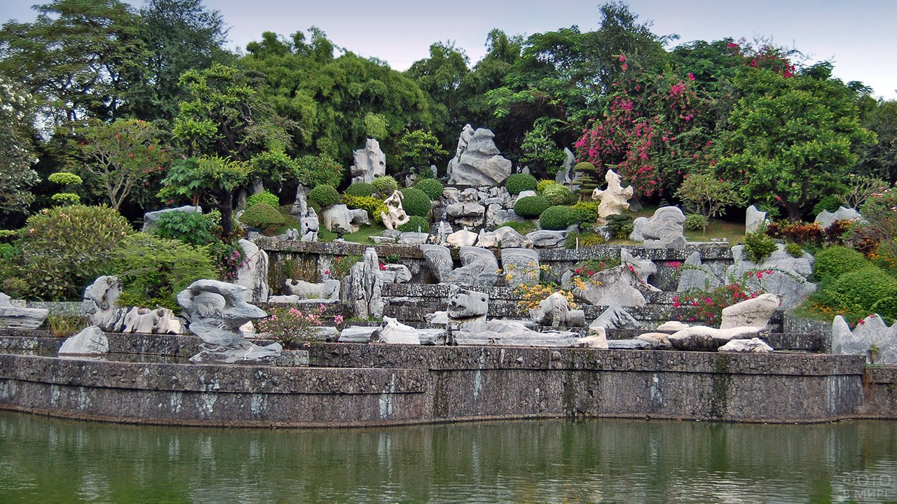 Парк миллионолетних камней в Тайланде