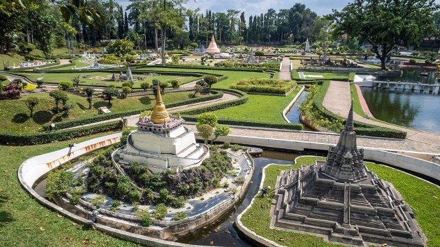 Тайские миниатюрные достопримечательности в парке Мини-Сиам