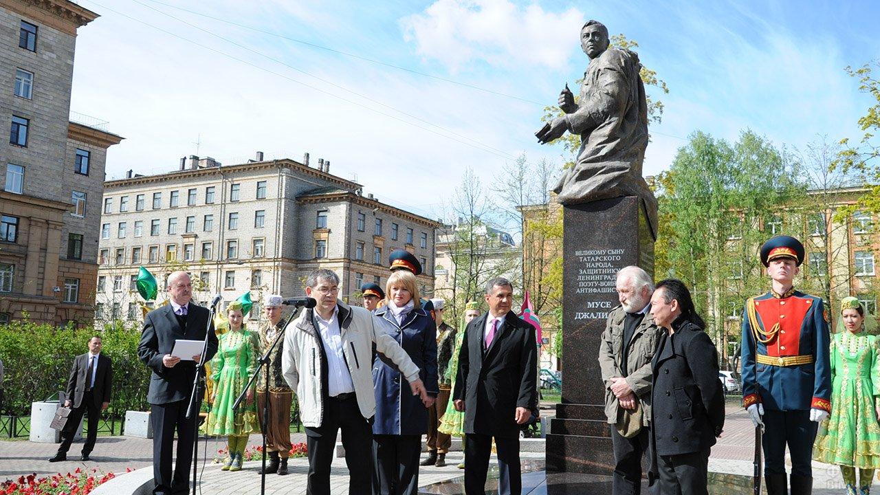 Открытие памятника Мусе Джалилю в Санкт-Петербурге