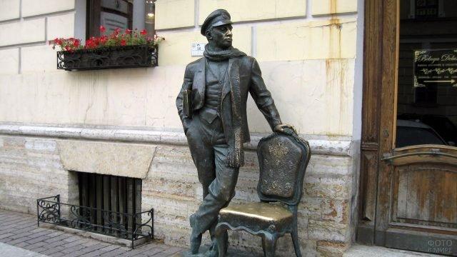 Памятник Остапу Бендеру в Петербурге