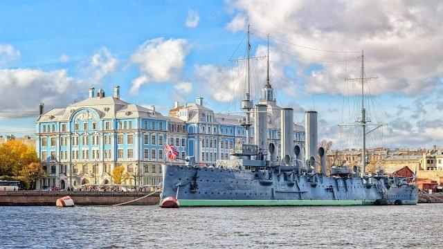 Памятник революции крейсер Аврора