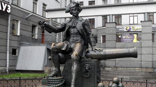 Памятник Василию Корчмину на Васильевском острове