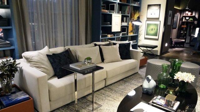 Гостиная в типовой квартире с дизайнерским интерьером