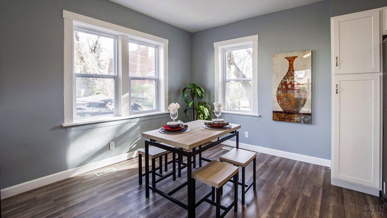Модные серые стены в минималистичной столовой