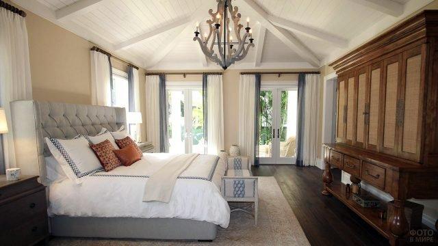 Роскошная спальня в колониальном стиле