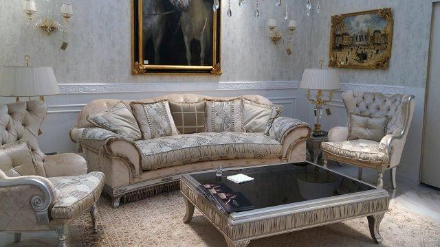 Современная гламурная гостиная в классическом викторианском стиле