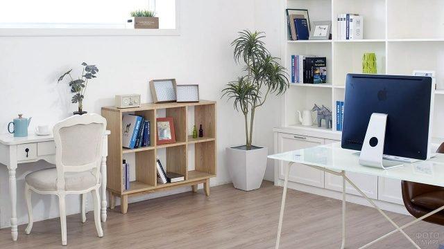 Уютный уголок в белоснежном рабочем кабинете в скандинавском стиле