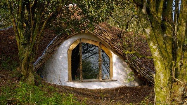 Лесной дом-землянка хоббита