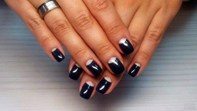 Чёрный реверс-френч 2018 на коротких прямоугольных ногтях