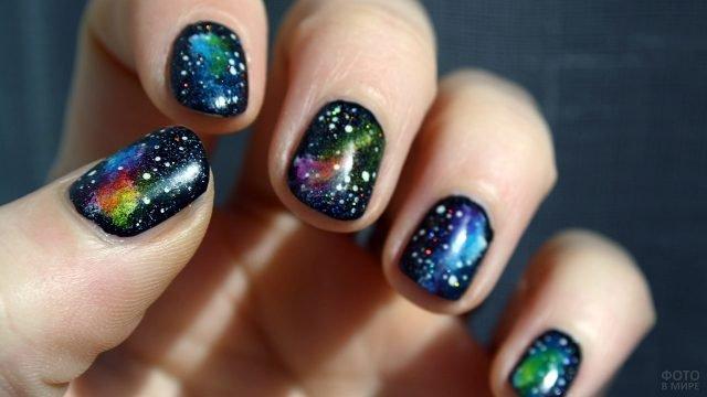 Космический маникюр на коротких ногтях