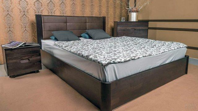 Деревянная кровать из бука с мягким изголовьем