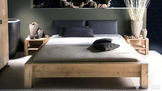 Деревянная кровать с мягким кожаным изголовьем в стиле лофт