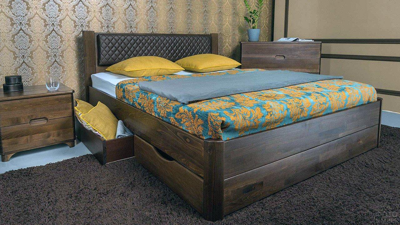 Деревянная кровать с выдвижными ящиками для хранения