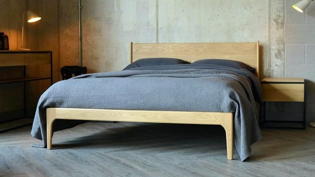 Кровать кингсайз ручной работы из натурального дерева