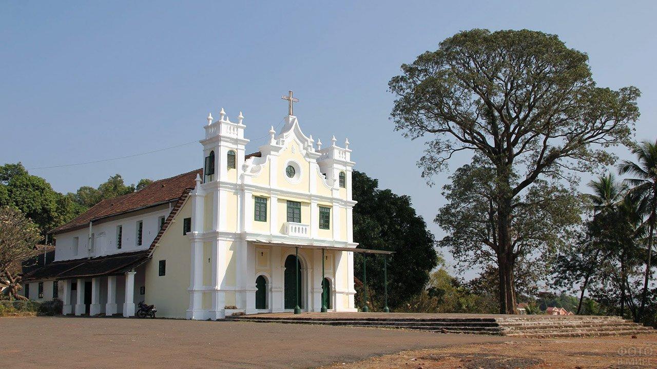 Церковь в Маргао - столице Южного Гоа